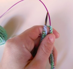 begin knitting pull tight